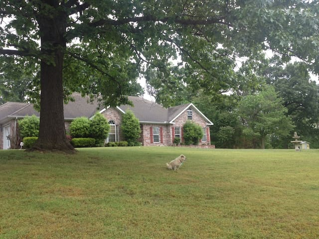 Red Oak Estates In 4 Wooded Acres!