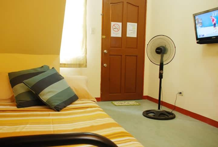 Town House Unit Hive Manila Guesthouse ( 4 pax)