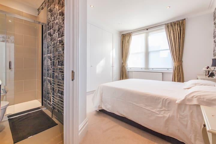 Double bedroom & ensuite, Ealing W5 - Ealing - House