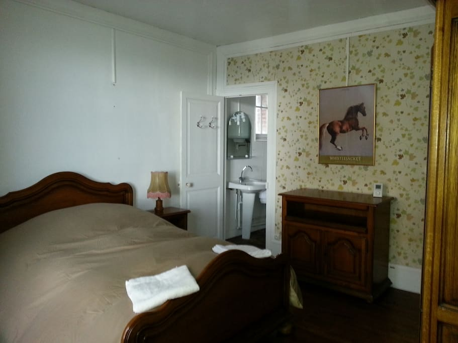 Chambre s ensuite sdb 40m mer wifi maisons louer for Chambre hote houlgate