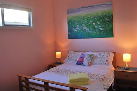 ❤ Safe, Cosy Oasis 10 km from CBD ❤ - Newport - Dom