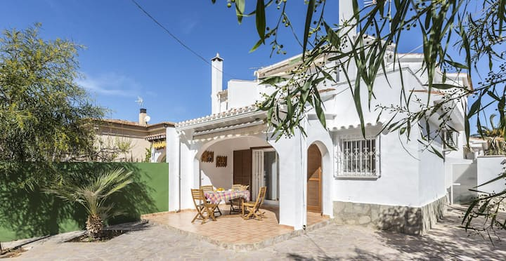 VILLA MARINA House with walking distance from the sandy beach, WIFI