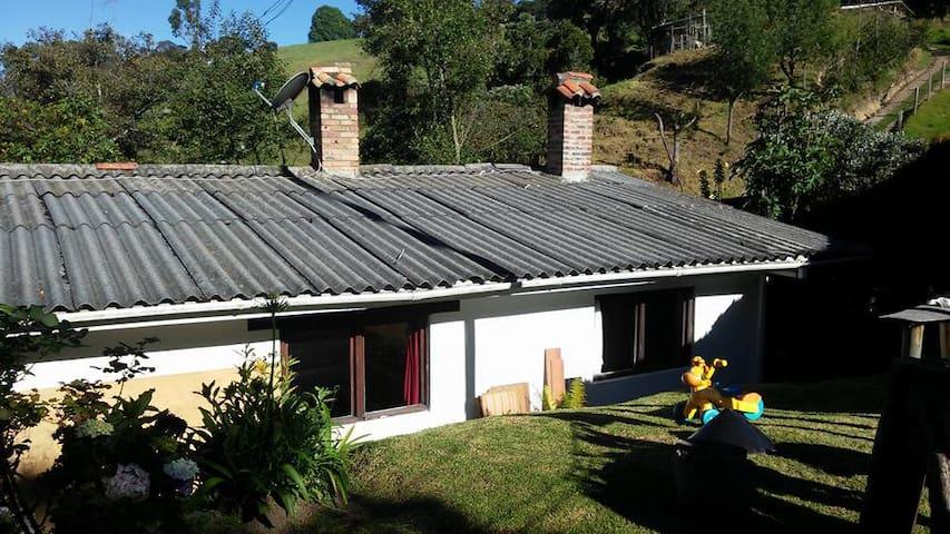 Hermosa casa de campo con bosque nativo Subachoque - Subachoque - Dom