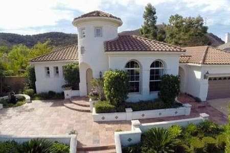 Pvt. bedroom & bath in huge home, gated community - Thousand Oaks - House