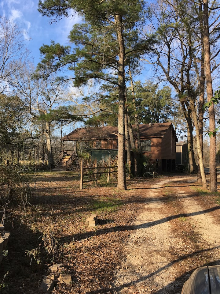 Cabin on private property 10 MINUTES FROM LSU