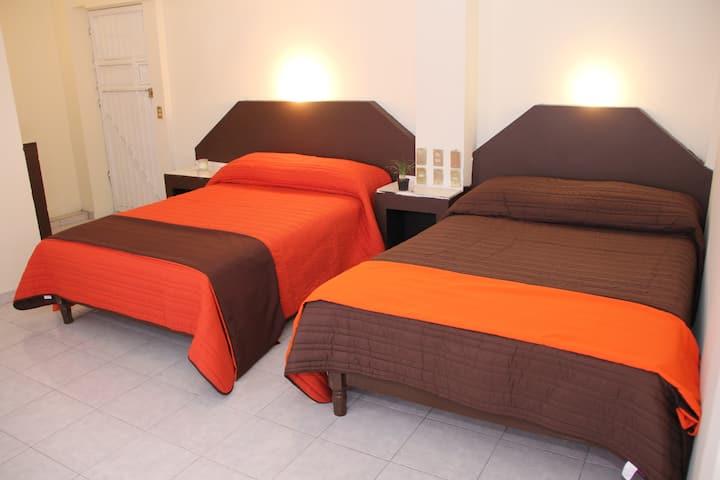 Habitación 21,  hotel Jardin Carpio,zona centro.