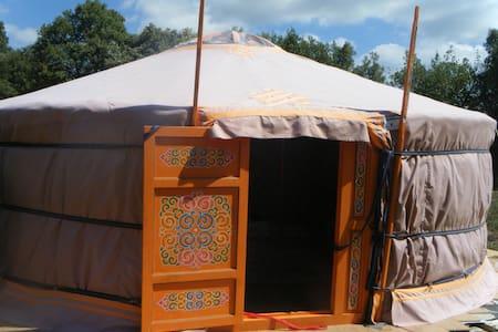 Yurta Mongol en plena naturaleza - Argentona