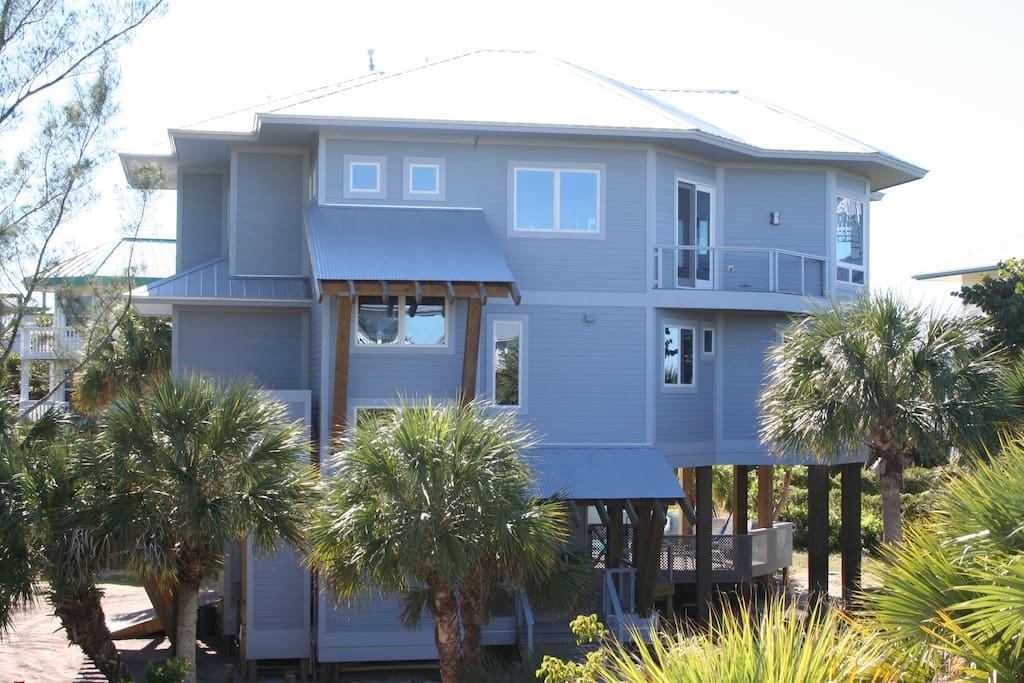 Bluefin Beach House is on North Captiva, no cars