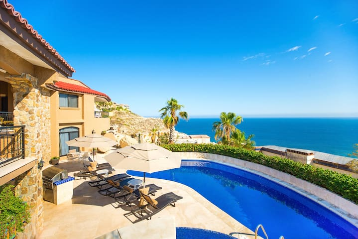 Private Retreat with Large Pool Deck at Villa Isla
