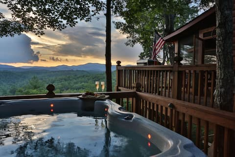 Summit House - Beautiful Mountain Views - Adults Only- ALL guests must be 25 or older.