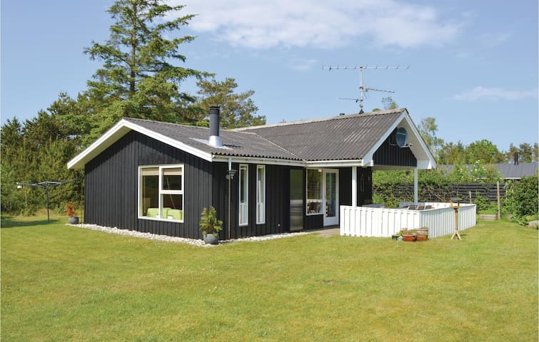 Holiday cottage with 3 bedrooms on 65m² in Jerup