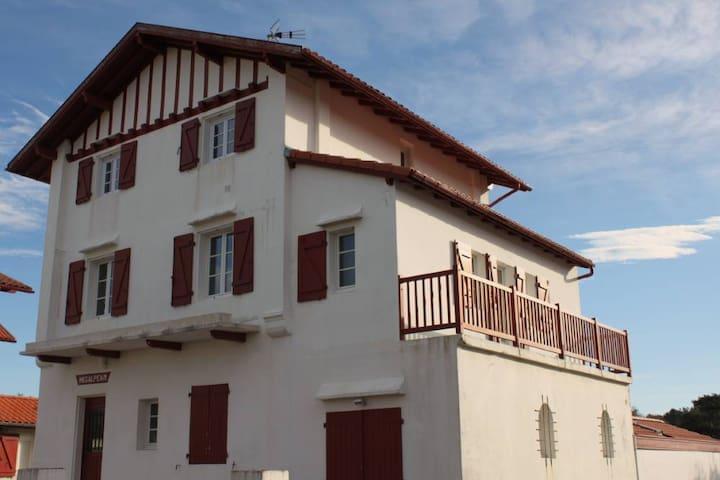 Bel appartement dans maison basque