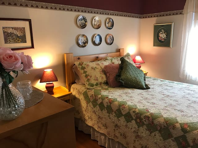 Twillingate Century House (Double-Bed) Ensuite
