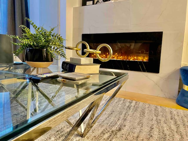Fire place, 4 min walk to CN tower, free parking