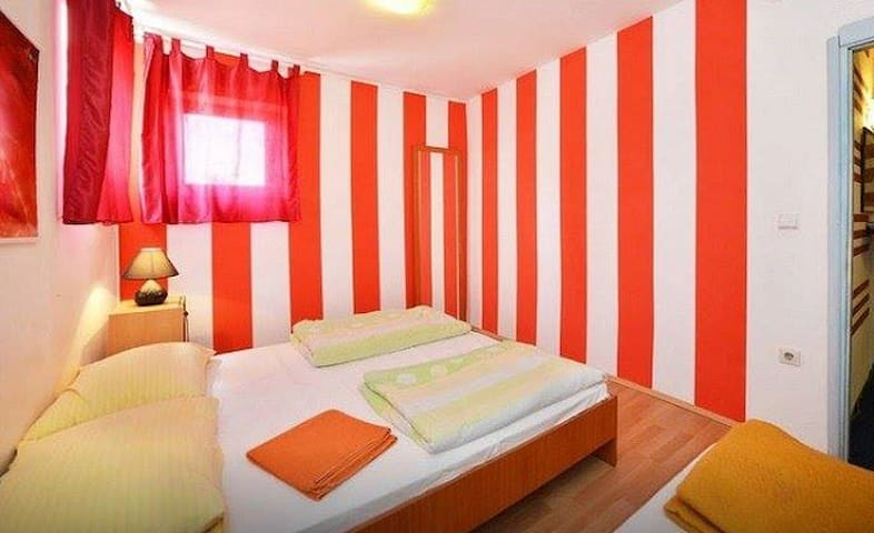 Logistic Youth Centre Double room - Zagreb - Hus