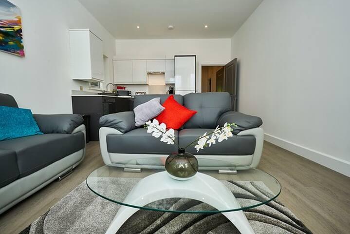Luxury Apartment, Camberley, Ground