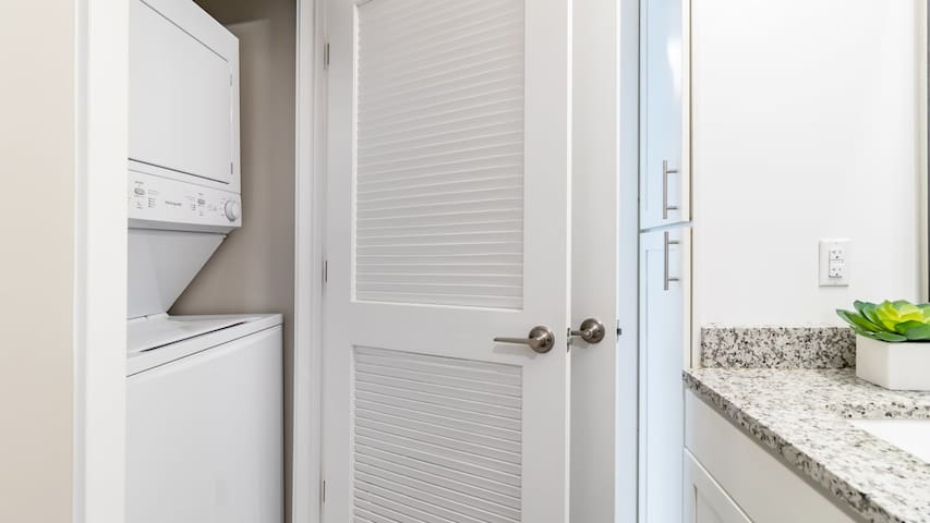 1BD Downtown Richmond apartment, cleaned professionally with self check-in