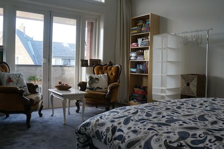 Luxury room close to Utrecht center - Huis