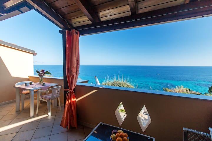Casa sul mare con wifi, giardino, AC e parcheggio