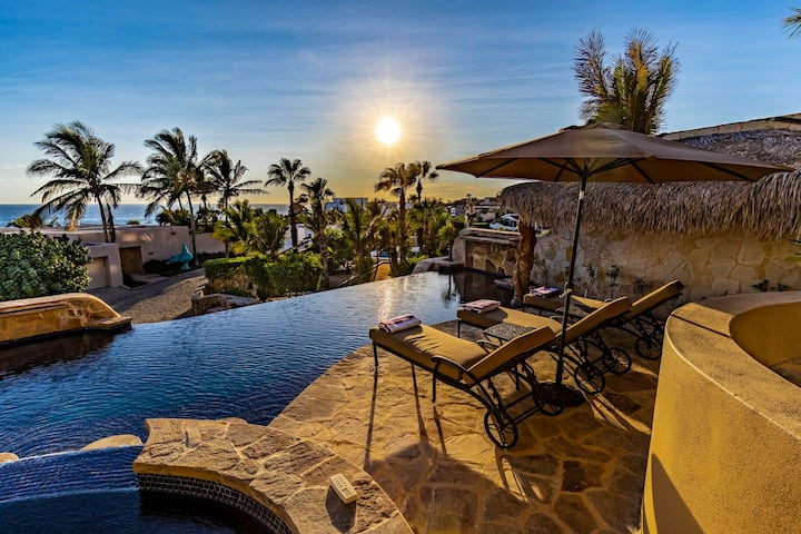 Pedregal Beach Luxury Villa +Stunning Ocean Views + Steps to the beach & Downtown!