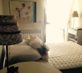 Habitación con cama doble y baño privado - Sabadell