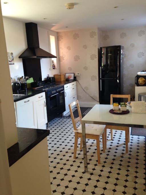 Large kitchen , well supplied with cereals, teas,Nespresso coffee maker, milk, bread and fruit.