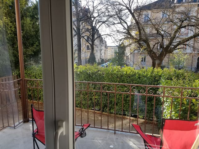 Large apartment 3min walk from Lausanne station