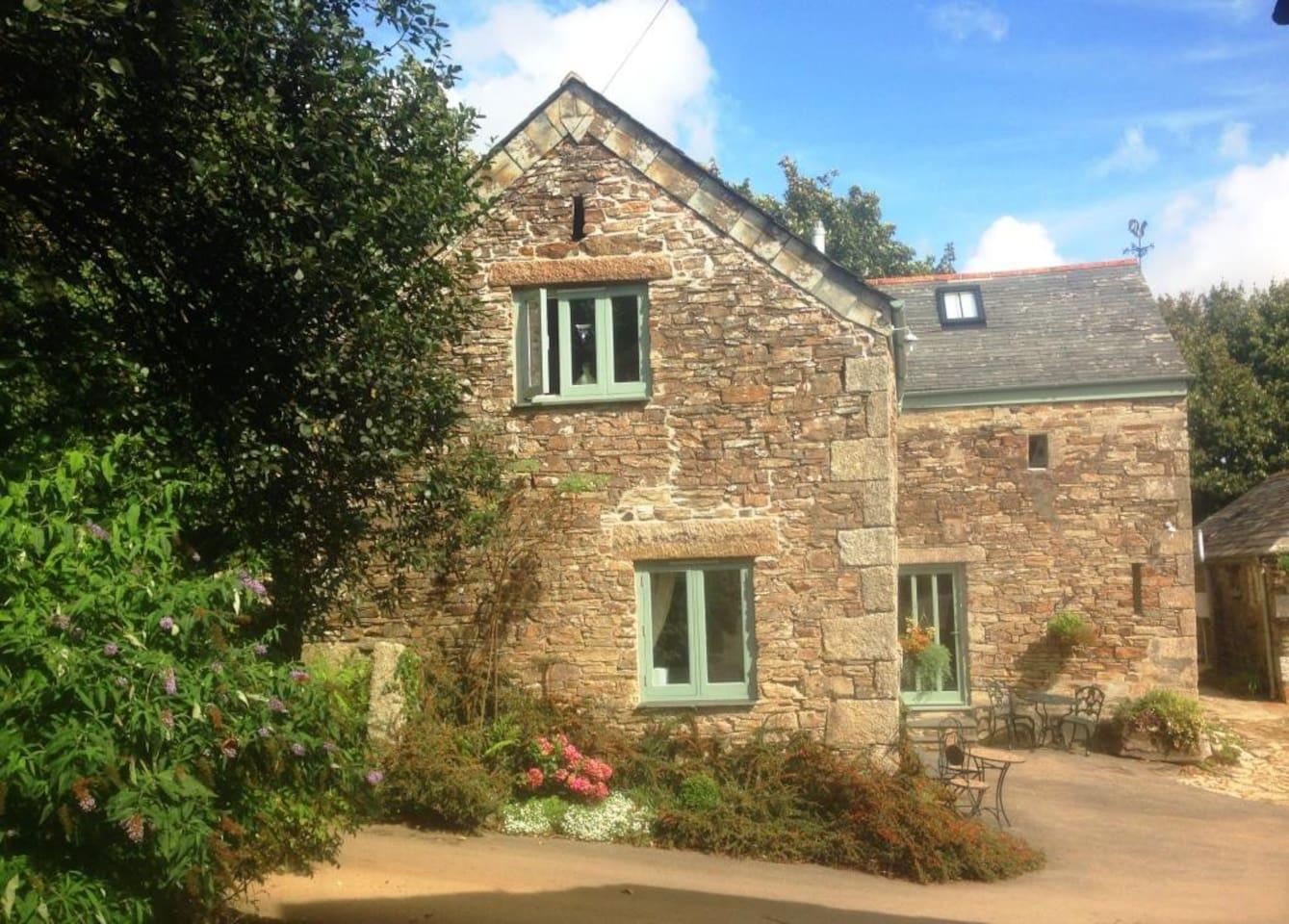 Homestead - a beautiful Cornish barn conversion