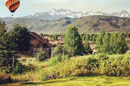 Beautiful Hilltop, In-town Ranch, Amazing Views