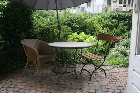 Appartement dans le jardin. Chambre privée. Old West Amsterdam.