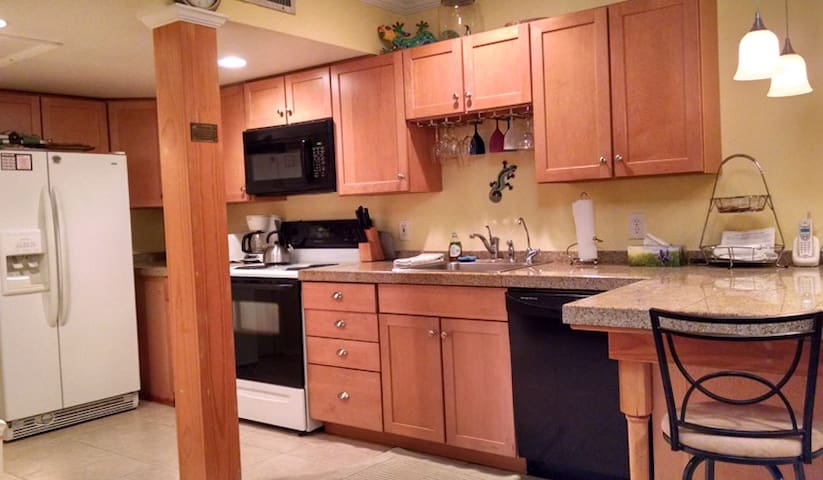 Kitchen w/ microwave, dishwasher, icemaker and granite countertops