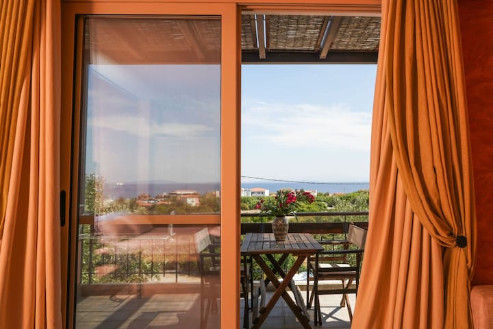 Grand Studio with Sea View & Shared Swimming Pool