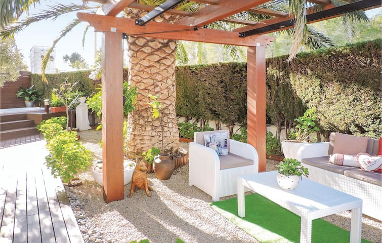 Semi-Detached with 2 bedrooms on 55 m² in Miami Platja
