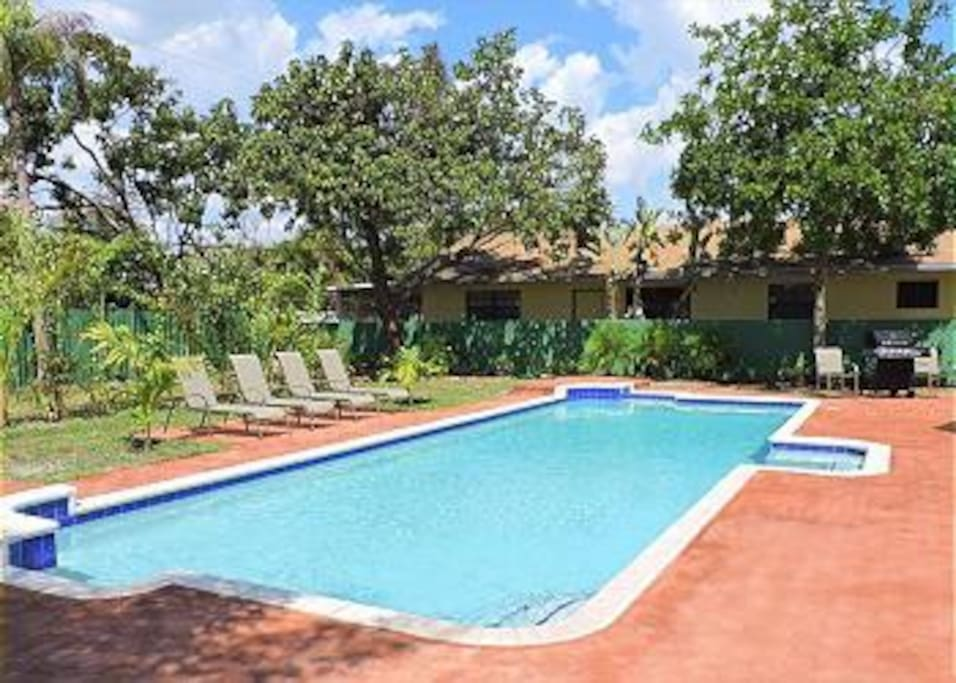 EXTRA LARGE HEATED POOL WITH DINING FOR 8 AND GRILL, PLENTY OF LOUNGE CHAIRS