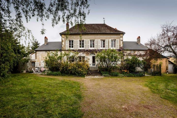Gite naast landhuis in La Celle en Morvan