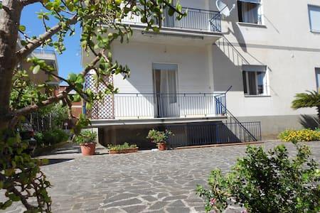 Apartment by sea near Rome & Naples - Apartamento