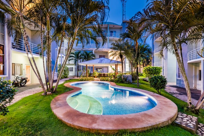 Sea La Vie Suites ❤️ Gorgeous 2BR | 2.5 BA | 2-floor Family Suite | 2 pools | Beach in steps | Fast Wifi