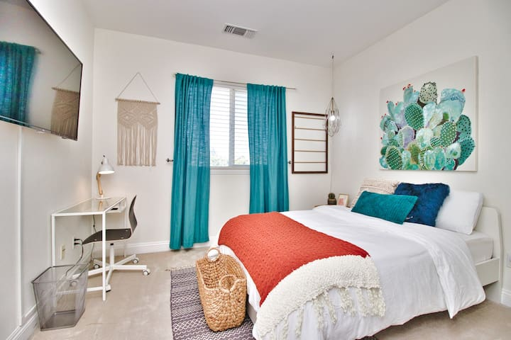 Modern and Decorated Bedroom in Newark