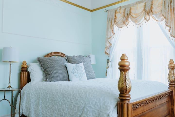 Royal Olive Manor - Olive Room