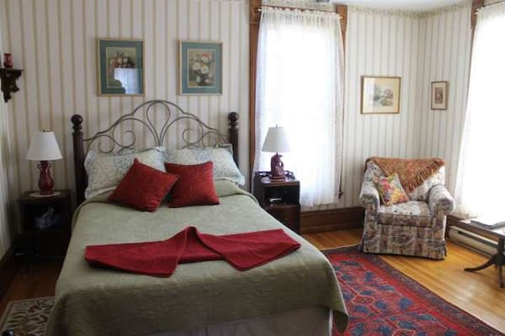 B&B Private Bath, Gourmet Breakfast - Westport - Bed & Breakfast