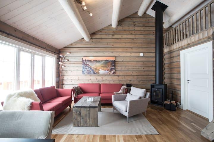 "Mountain Lodge ""Brunstadtinden"""