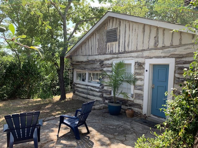 The Best Little Shorehouse in Texas