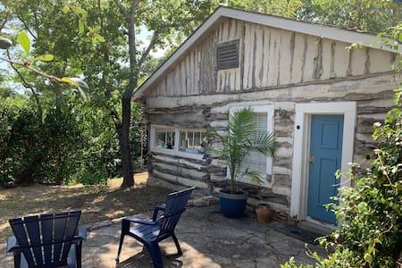 The Best Little Shorehouse in Texas