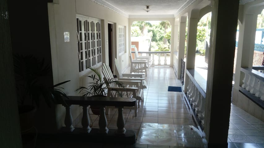 Discovery Bay Villa