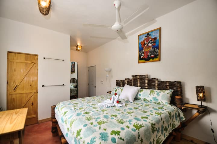 Room with aire conditionned  and terrace see view