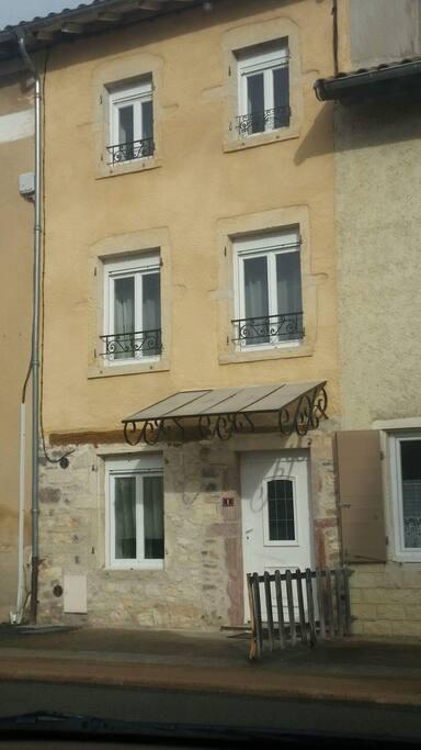 Chambre maison atypique au coeur du beaujolais houses for Atypique maison