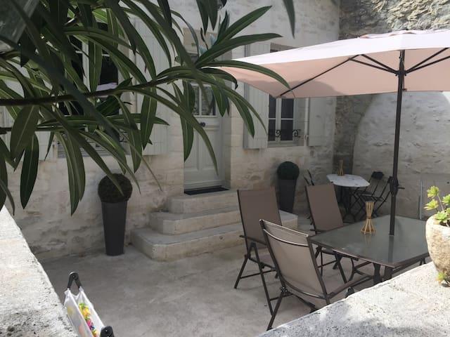 Maison de Village de 80m2 au calme - Villeneuve-lès-Avignon - Apartment