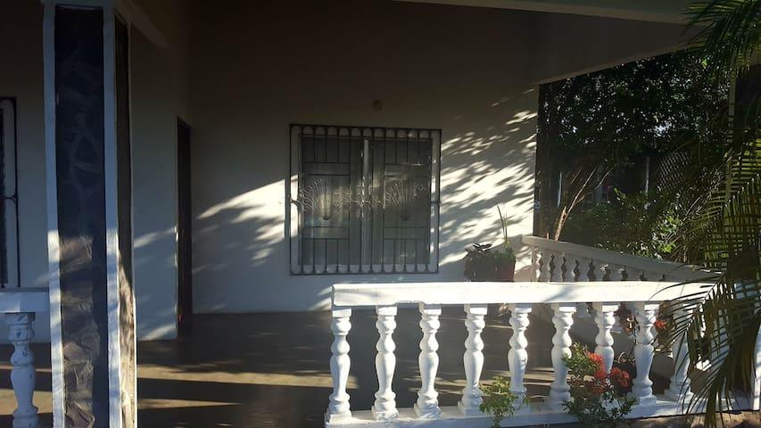 Hospedaje en Los Algarrobos, via Boquete