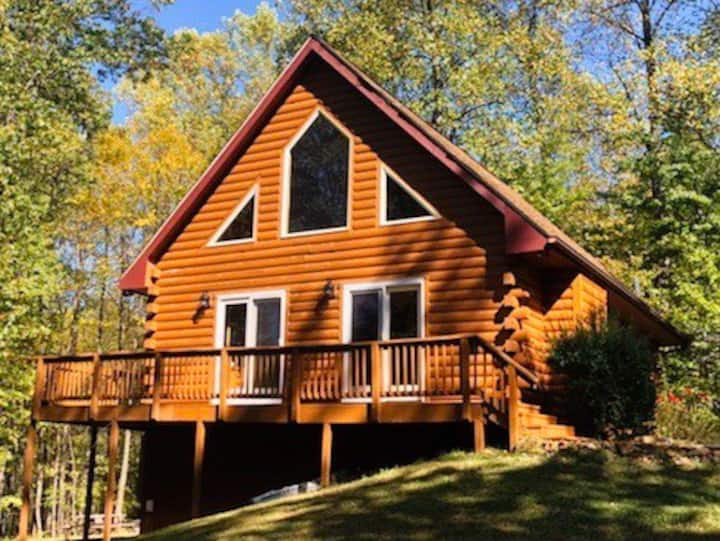 Pet Friendly Cabin ON Rt.151 Wine/Breweries/Hiking