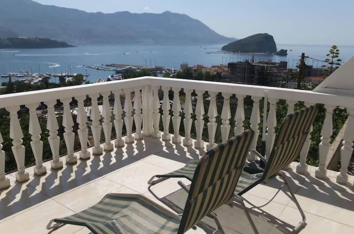Apartment with Sea View - Villa Ana
